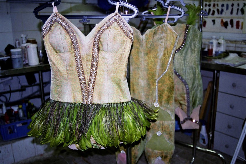 יישון לתלבושות עבור להקת המחול של עינבל פינטו