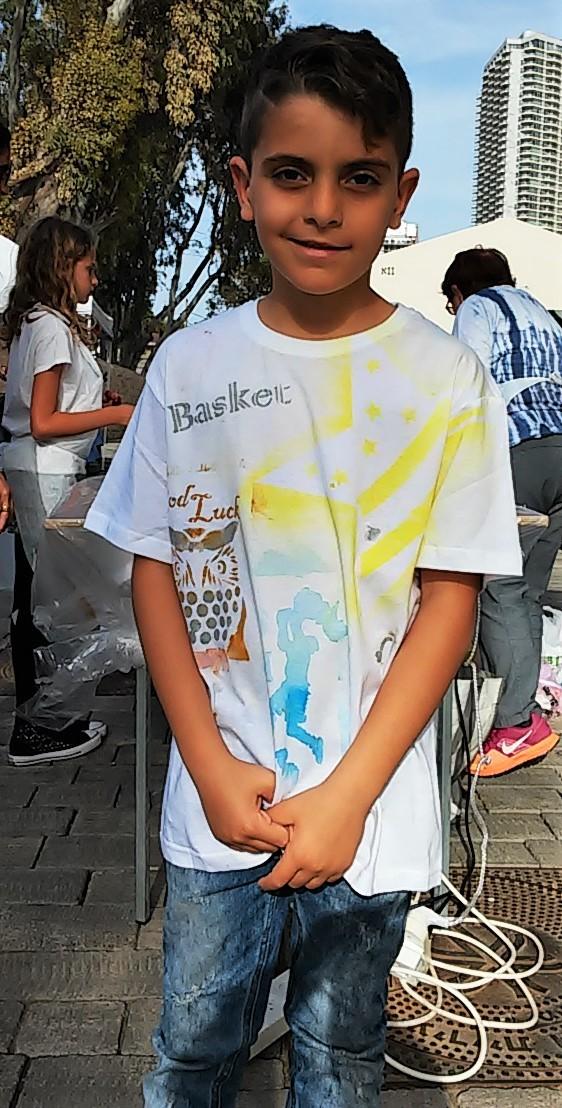 ילדים מדפיסים על חולצות בתל אביב